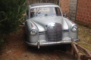 Zabytkowy Mercedes Ponton