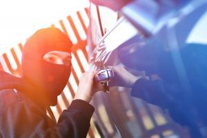 złodzieje kradną w Warszawie toyoty i mazd. We Wrocławiu kradną BMW